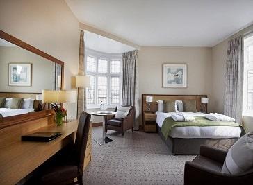 Clayton Crown Hotel in North West London